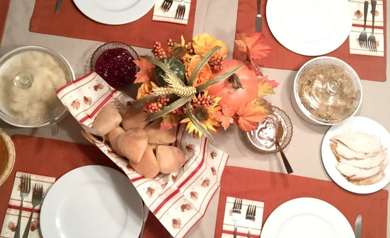 How to Host a Stress-Free Thanksgiving Dinner (with a free planning printable)