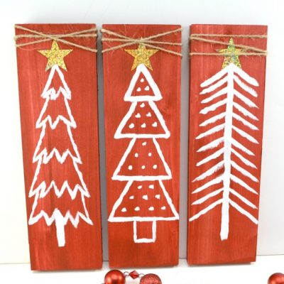 Easy DIY Christmas Decor: Upcycled Pallet | Painted Christmas Trees
